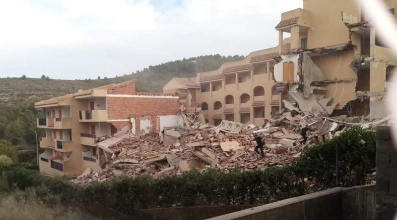 в Испании обрушилось здание, ищут выживших