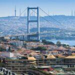 Со строгими ограничениям: школьники в Турции возвращаются в классы