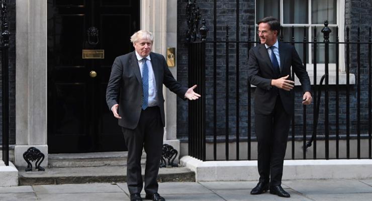 В критическом отчете Джонсона обвиняли в неспособности справиться с кризисами