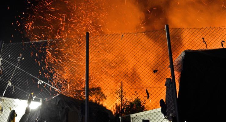 Велика пожежа спалахнула в таборі для мігрантів в Греції