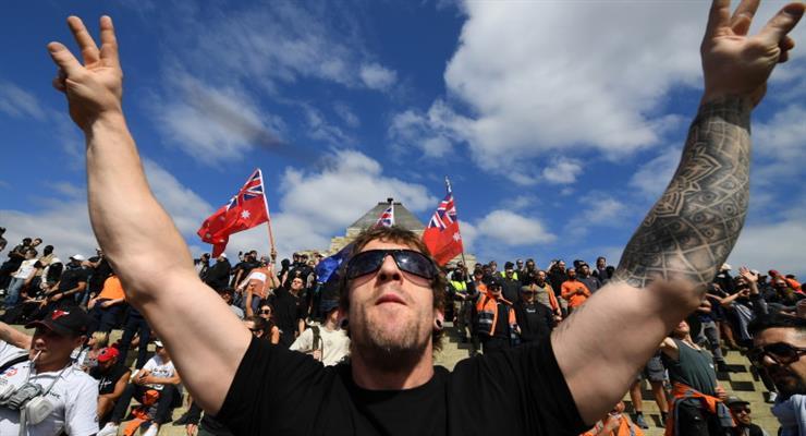 200 людей заарештовано після агресивної акції протесту проти заходів Covid в Мельбурні