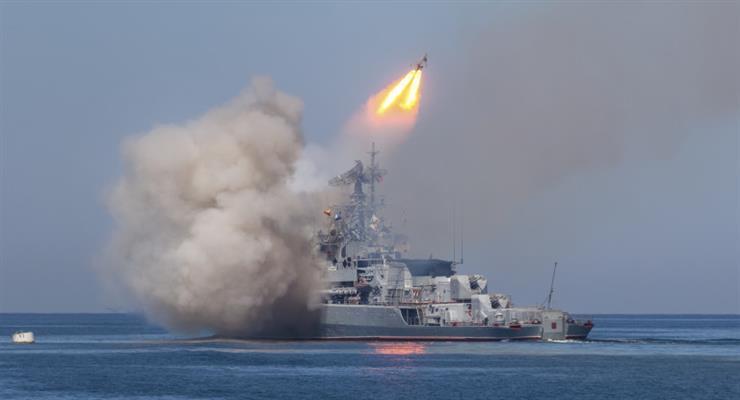Росія вражає цілі в Чорному морі біля Криму, а Україна і США проводять військові навчання