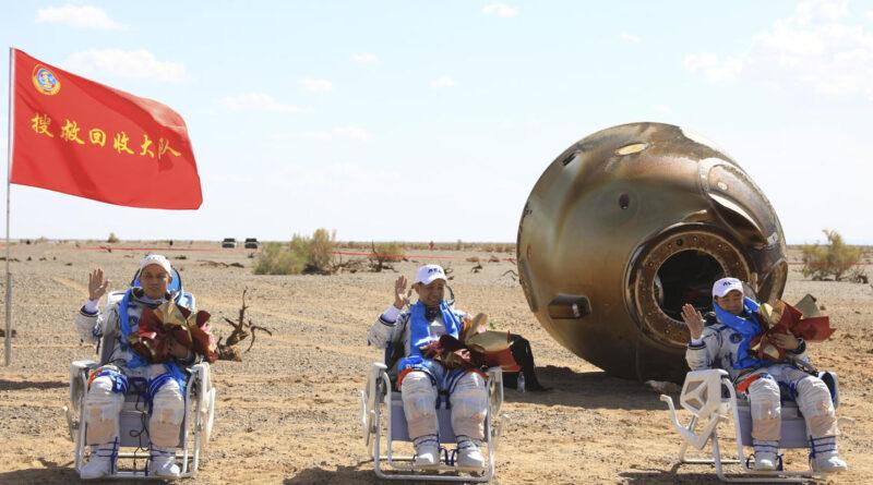 Три китайських астронавта повернулися на Землю після 3 місяців перебування в космосі