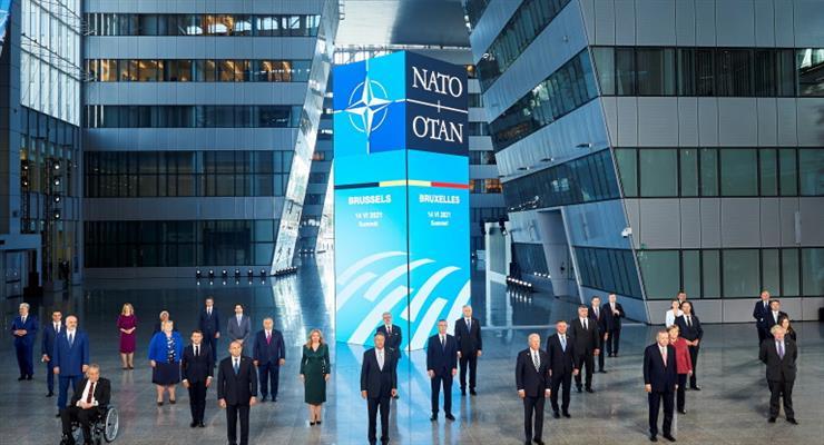 НАТО висилає вісім російських дипломатів за ворожу діяльність