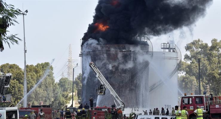 На нафтопереробному заводі в Лівані спалахнула сильна пожежа