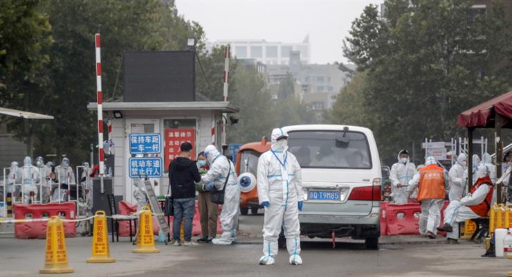 Жорстка ізоляція міста з населенням 4 мільйони людей у Китаї через COVID-19