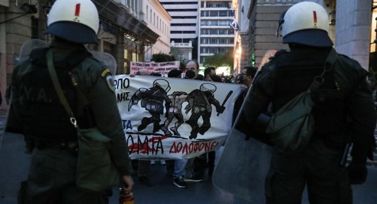 Протест та сльозогінний газ у центрі Афін
